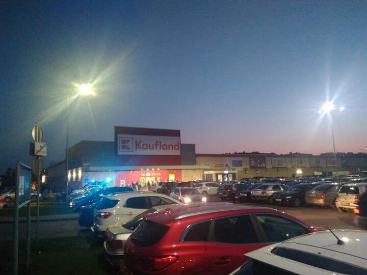 Zakupowy szał przed majówką w łukowskich supermarketach, tłumy